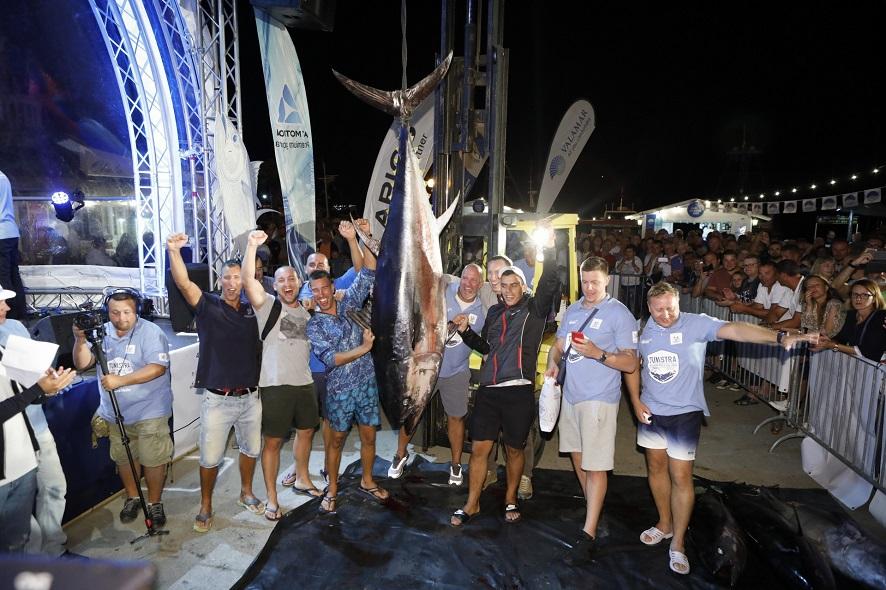 Pobjednička ekipa s tunom od gotovo 200 kilograma_Manuel Paljuh