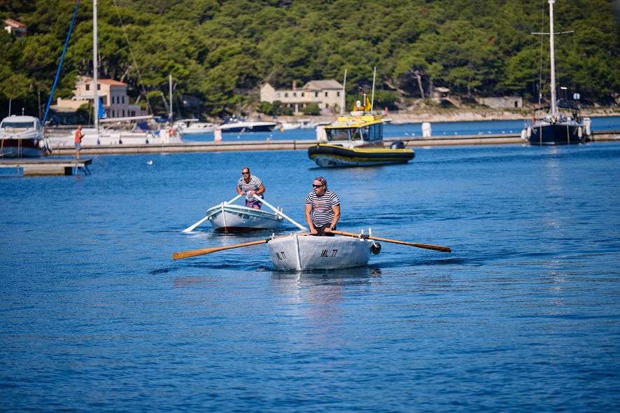 8. Lošinjska regata pasara na vesla, autor Sandro Tariba