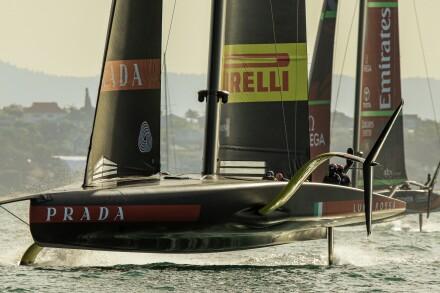 19/12/20 - Auckland (NZL) 36th America's Cup presented by Prada Race Day 3 Luna Rossa Prada Pirelli Team, Emirates Team New Zealand