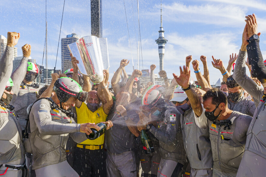 21/02/21 - Auckland (NZL) 36th America's Cup presented by Prada PRADA Cup 2021 - Final Day 4 Luna Rossa Prada Pirelli Team receive PRADA Cup Trophy