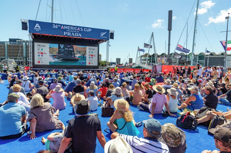 15/01/21 - Auckland (NZL) 36th America's Cup presented by Prada PRADA Cup 2021 - Dockside Spectators at the AC Race Village
